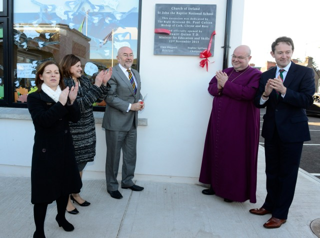 The Minister unveiled the plaque.  (Photo: Andy Ferreira).