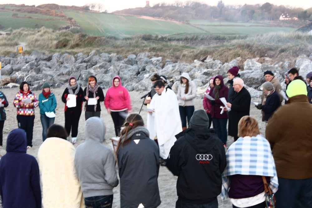 Annual Sunrise Easter Service at the Warren Strand, Rosscarbery (2/5)