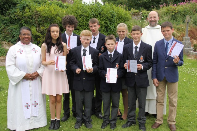 The newly confirmed at Cloyne Cathedral holding the new Cork, Cloyne and Ross Confirmation Certificates, while the Rural Dean (the Reverend Eileen Cremin) and the Dean of Cloyne (the Very Reverend Alan Marley) look on.