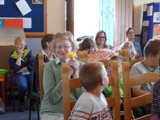 Mrs Hazel Baylor (Principal of Adair National School from 1955 to 2000) spends a final family day back t school.