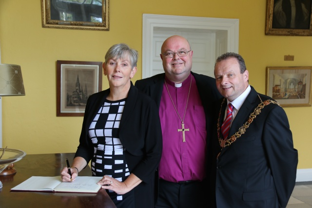 Ann Doherty, CEO of Cork City Council, signs the visitors' book on the occasion of the Lord Mayor's annual courtesy visit.
