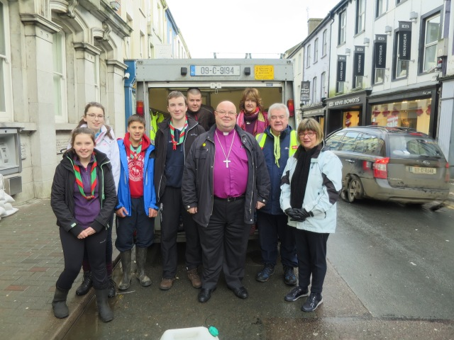 With the scouts of Bandon who had set up a food station - soup, tea, coffee, bread, sandwiches in bandon town, as well as helping with sand bags.