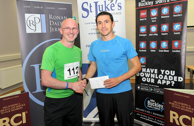 Frank Buckley (right) presents Alan O'Shea with his prize.