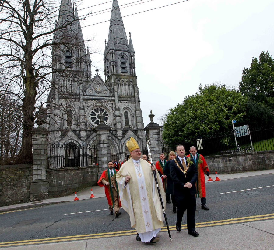 REPRO FREE. 17/03/2016 Saint Fin Barr's Cathedral, Saint Patrick's Day Festival and Civic Choral Eucharist, Cork. Pictured Bishop Paul Colton and the Lord Mayor Cllr Chris O'Leary, leave the Cathedral, making their way to the Bishops Palace, after the Service. Picture: Jim Coughlan.